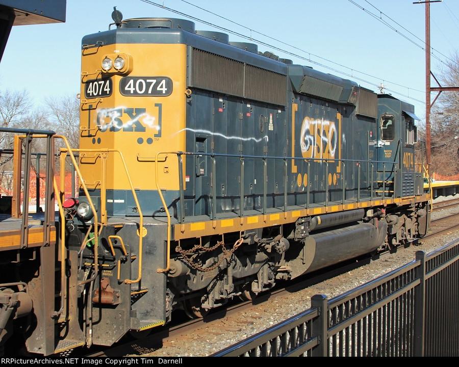 CSX 4074 on Q140